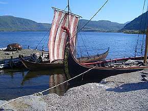 Wikingerboot-Nachbauten am Wikingermuseum