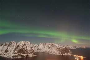 Polarlicht über Reine, Lofoten